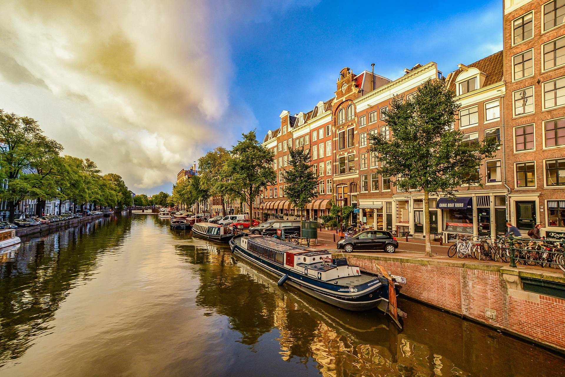 Beautiful walk along Long Canal, Amsterdam