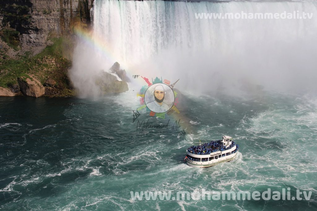 On the Maid of the Mist - Discovering the famous waterfalls
