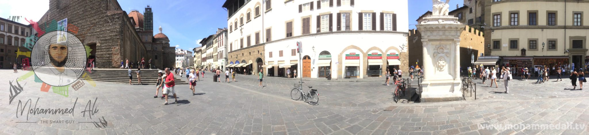 Panoramic view of Piazza della Signoria in Florence